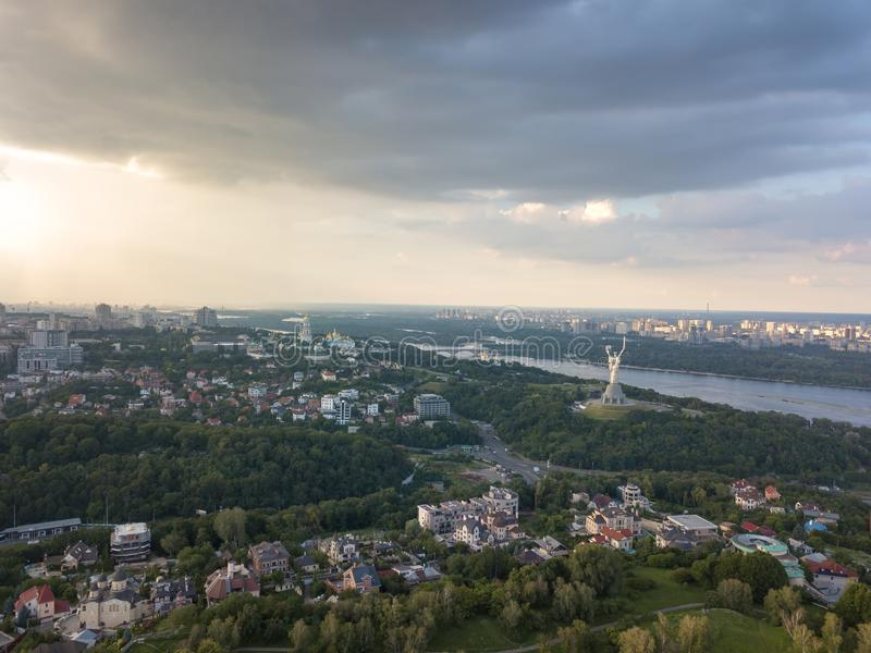 Ptasi ` s oka widok, panoramiczny widok od trutnia ogród botaniczny kraju ojczystego zabytek, Zaporoska rzeka w fotografia royalty free