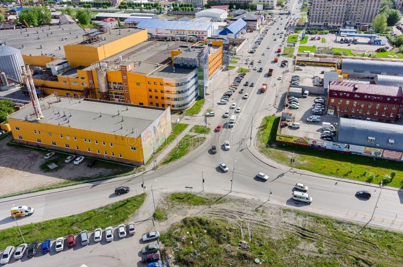 Ptasiego oka widok na Ochakovo fabryce Tyumen Rosja fotografia stock