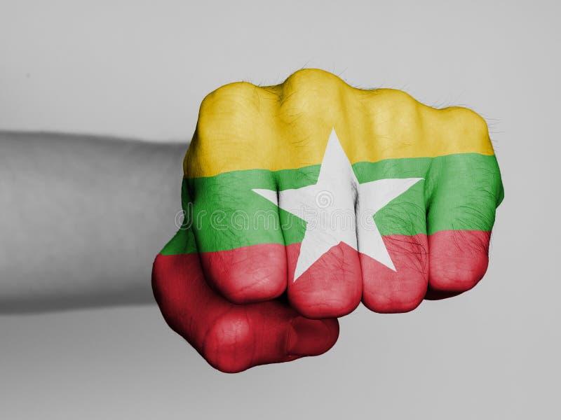 Puño de un hombre que perfora - Myanmar imagenes de archivo