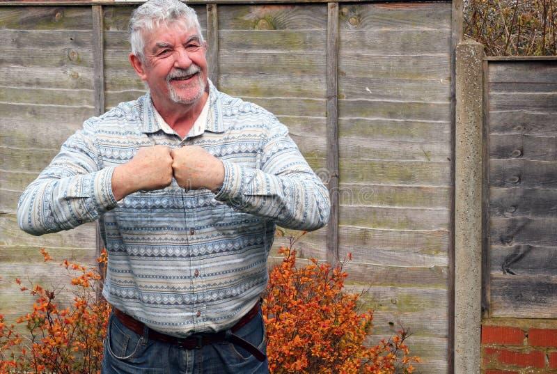 Puño del hombre mayor dos junta que dice la unidad. imagen de archivo libre de regalías
