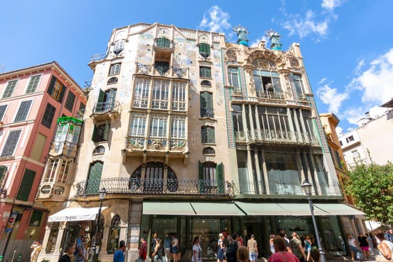 Può l'edificio nello stile di Palma moderno, Mallorca, Spagna di Forteza Rey fotografie stock libere da diritti