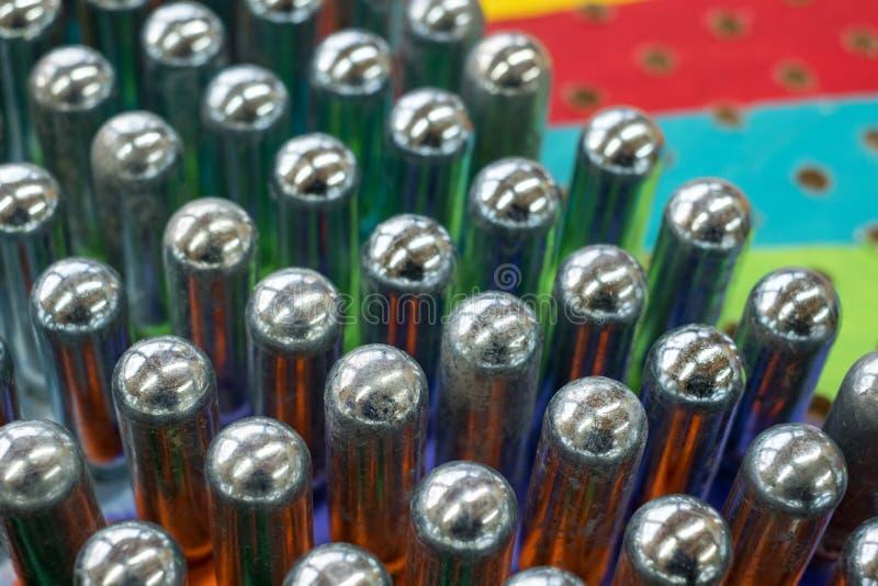 Puści azotawego tlenku kanistery odbija psychodelicznych colours zdjęcia stock
