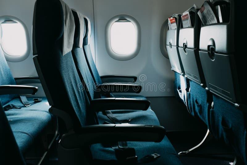 Puści błękitnego powietrza płascy siedzenia zbliżają okno obrazy royalty free
