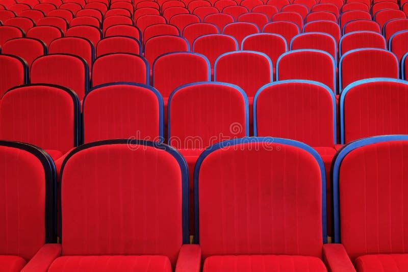 Puści czerwieni krzesła obrazy stock