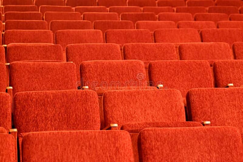 Puści czerwoni siedzenia audytorium obraz stock