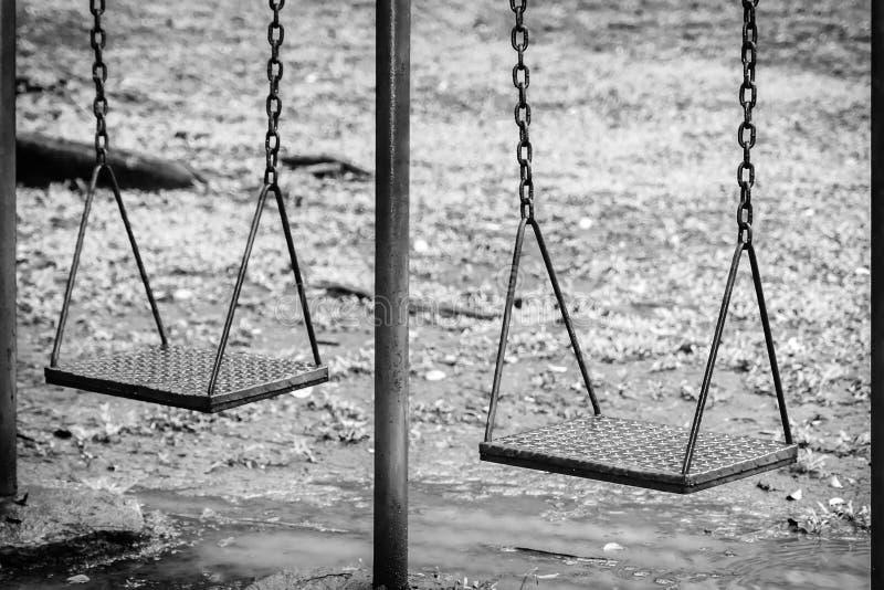 Puści huśtawka sety na parku obrazy stock