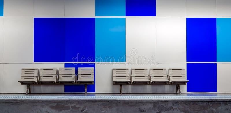 Puści klingerytów siedzenia z błękitem wsiadają w plecy zdjęcie stock