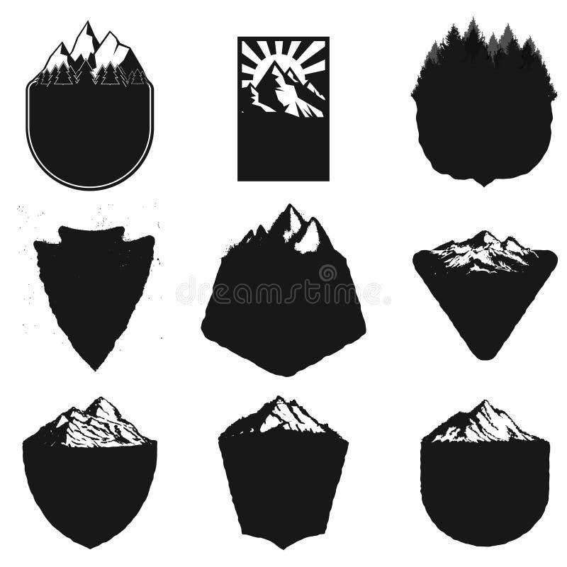 Puści odznaka szablony z górami i drzewami na whit ilustracja wektor