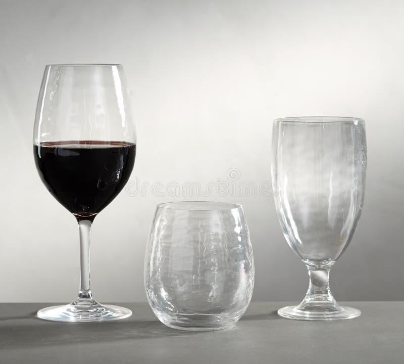 Pu?ci szk?a dla wina, szampana i napoj?w na bia?ym tle, - Wizerunek zdjęcie royalty free