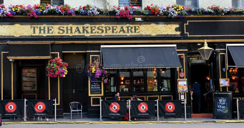 Pub británico tradicional de Shakespeare fotos de archivo