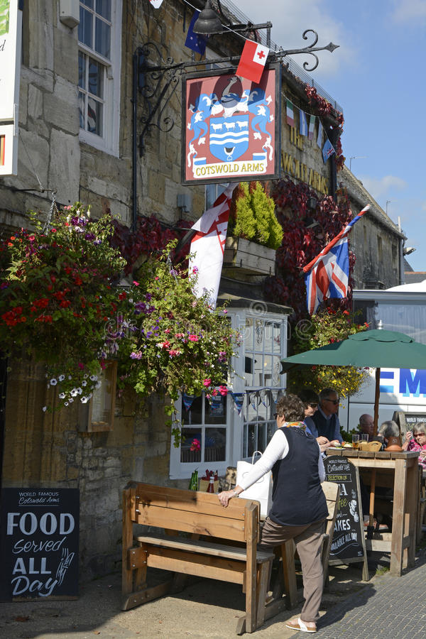 Pub in Burford, Oxfordshire, England royalty free stock images
