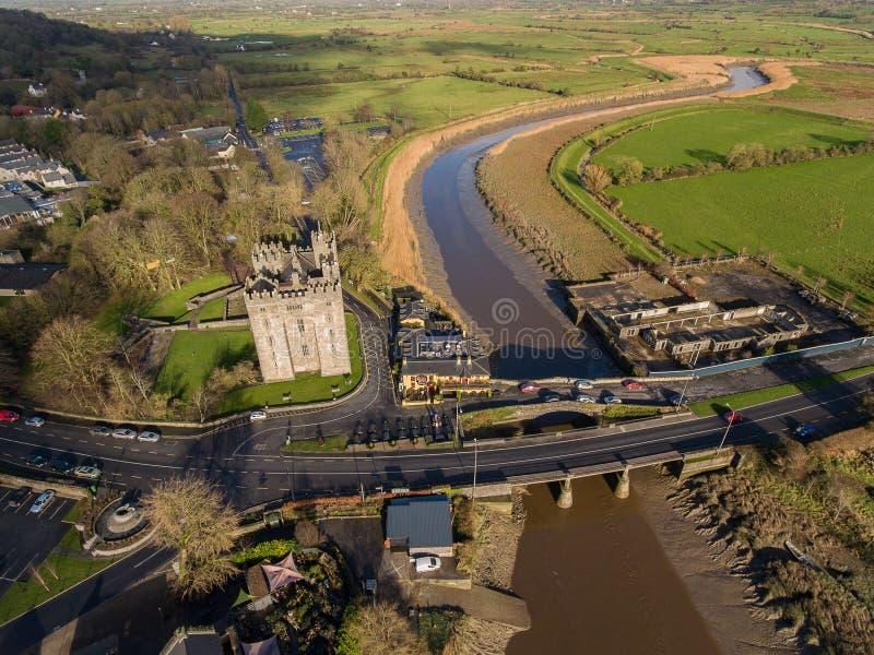 Pub del ` s del castillo y de Durty Nelly de Bunratty, Irlanda - 31 de enero de 2017: Vista aérea del ` s de Irlanda la mayoría d foto de archivo libre de regalías