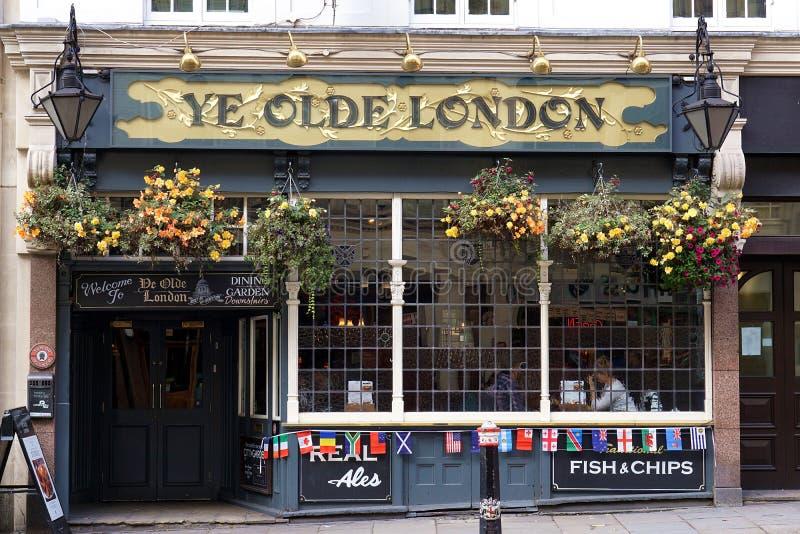 Pub del YE Olde Londra, Londra, Regno Unito fotografia stock libera da diritti