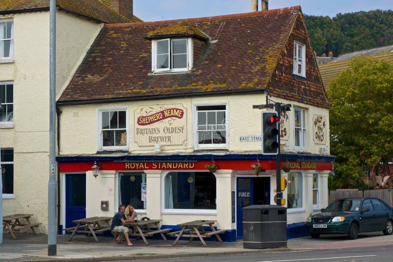 Pub en la ciudad vieja de Hastings inglaterra fotos de archivo