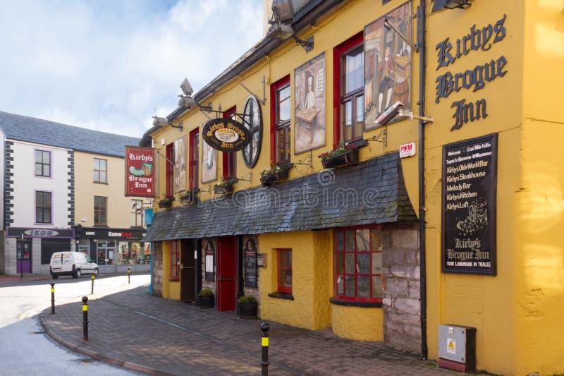 Pub irlandese tradizionale tralee l'irlanda immagini stock