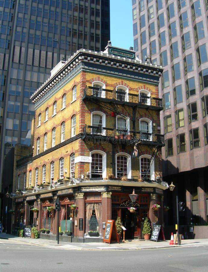 Pub a Londra, Inghilterra, Regno Unito fotografie stock libere da diritti
