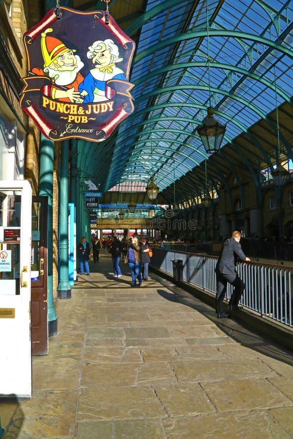 Pub podpisuje wewnątrz Covent ogródu rynek zdjęcia royalty free