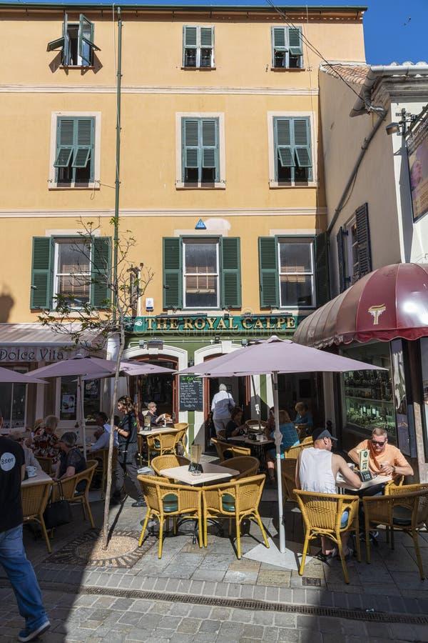 Pub Royal Calpe langs Main Street Gibraltar stock foto