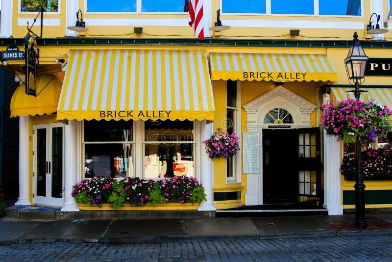 Pub y restaurante, calle del Támesis, Newport del callejón del ladrillo imagen de archivo libre de regalías