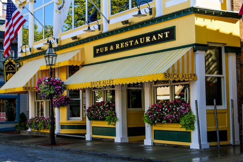 Pub y restaurante, calle del Támesis, Newport del callejón del ladrillo fotografía de archivo libre de regalías