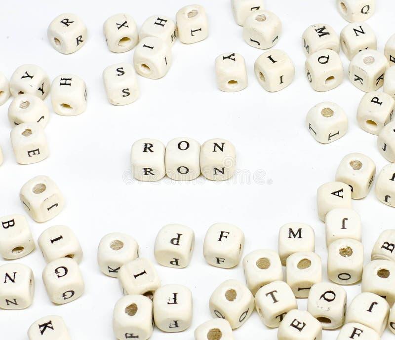 Pubblicità on line di blogging del email di commercio elettronico ed ABC di legno sociale Ron di termine di vendita di media fotografie stock libere da diritti