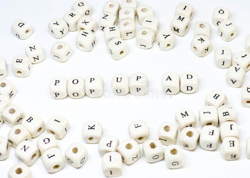 Pubblicità on line di blogging del email di commercio elettronico ed annuncio di legno sociale di pop-up di ABC di termine di ven immagine stock
