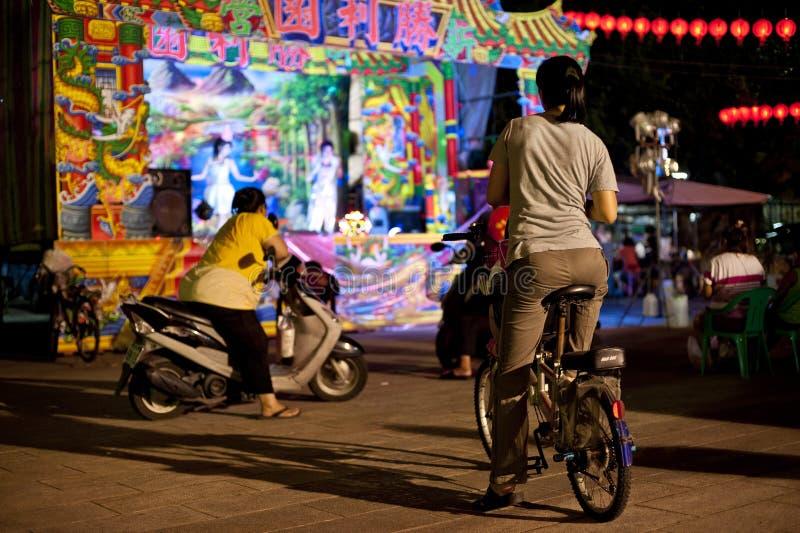 Pubblico che guarda opera di Taiwan tradizionale fotografia stock