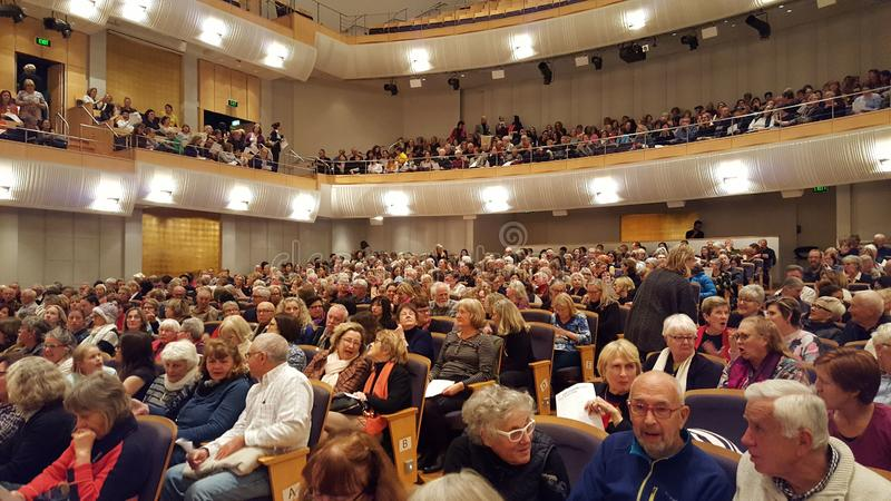Pubblico che riempie la costruzione a Sydney in cui hanno molti recital di concerto, Sydney, NSW, Australia fotografia stock