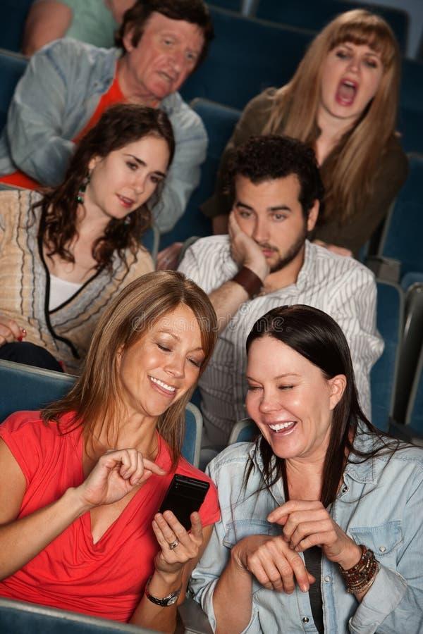 Pubblico importunato nel teatro immagini stock libere da diritti