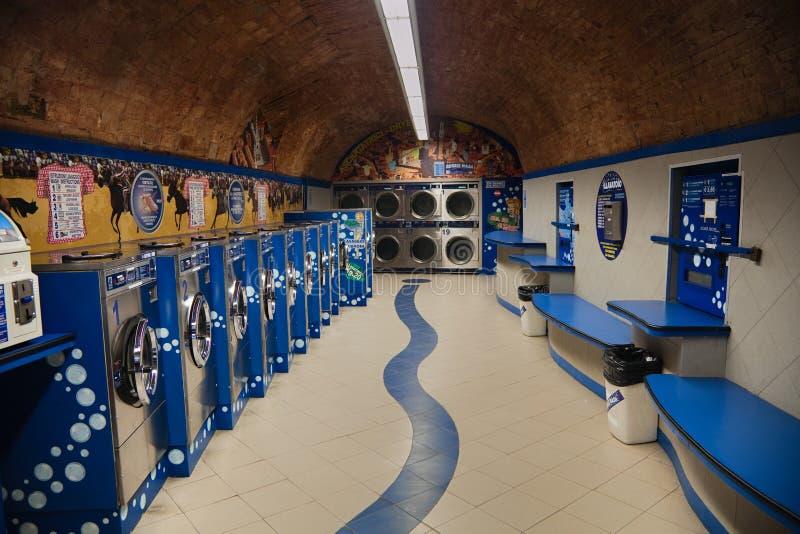 Pubblico, laundromates blu di servizio di auto a Siena fotografie stock libere da diritti