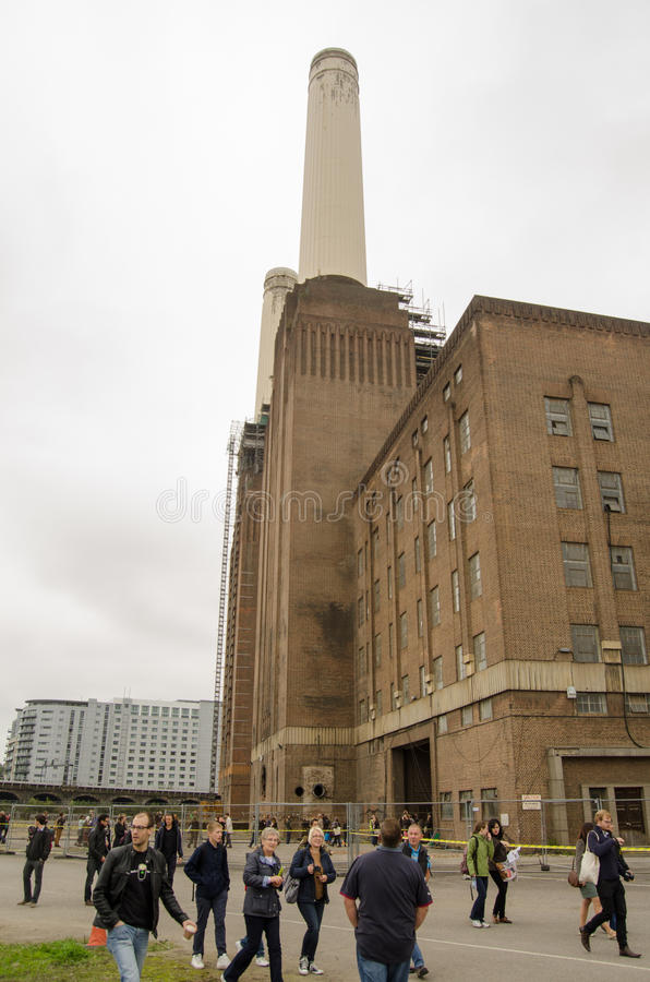 Download Public At Battersea Power Station Editorial Stock Photo - Image: 33806573