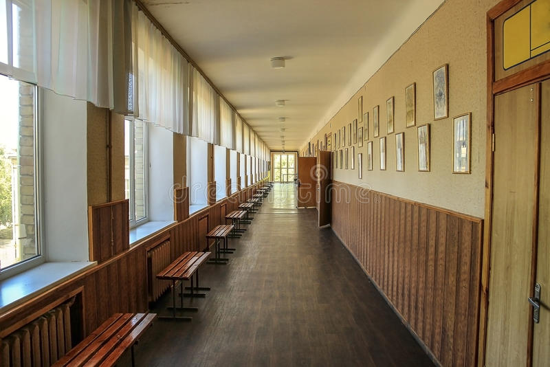 ' public school ' moderna, corridoio immagini stock libere da diritti