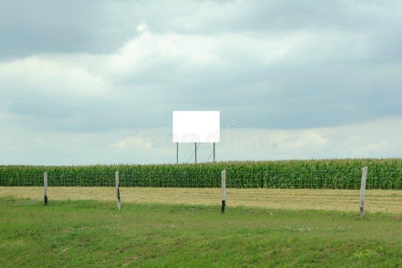 Publicidad de la cartelera en la autopista sin peaje fotografía de archivo libre de regalías