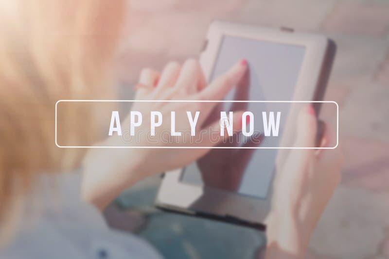 Publicidad del reclutador para las ofertas de empleo, buscando a candidatos para emplear para las oportunidades de negocio fotos de archivo libres de regalías