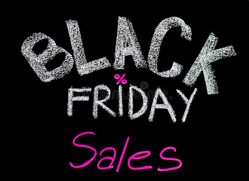 Publicité de ventes de Black Friday manuscrite avec la craie sur le tableau noir images stock