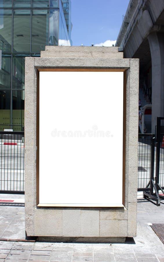 Publicité extérieure dans la ville photographie stock libre de droits