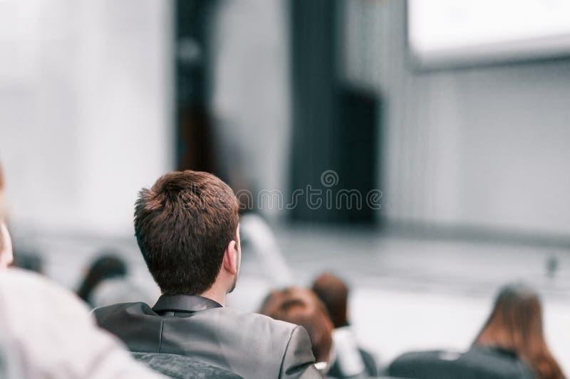 Publiek in de zaal van het commerciële centrum royalty-vrije stock fotografie