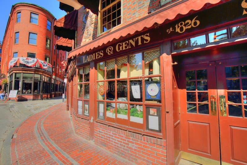 Pubs famosos en el puerto de Boston y el mercado del sur imagen de archivo