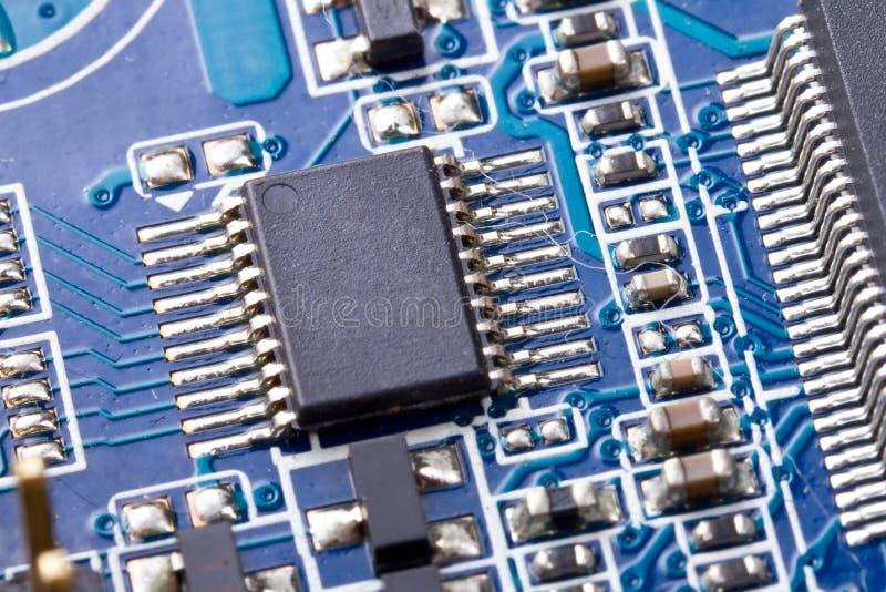Puce micro sur la carte mère d'ordinateur image stock