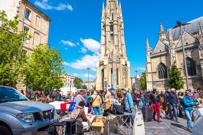 Puces aux. famosos de Marche del mercado de pulgas de Burdeos en domingo en lugar cerca de la basílica del Saint Michel, Burdeos, imágenes de archivo libres de regalías