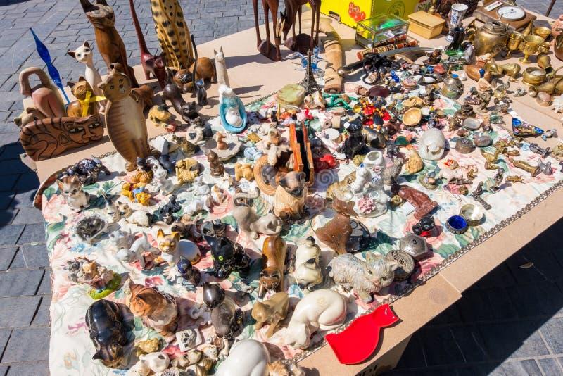 Puces aux. famosos de Marche del mercado de pulgas de Burdeos en domingo en lugar cerca de la basílica del Saint Michel, Aquitani imágenes de archivo libres de regalías