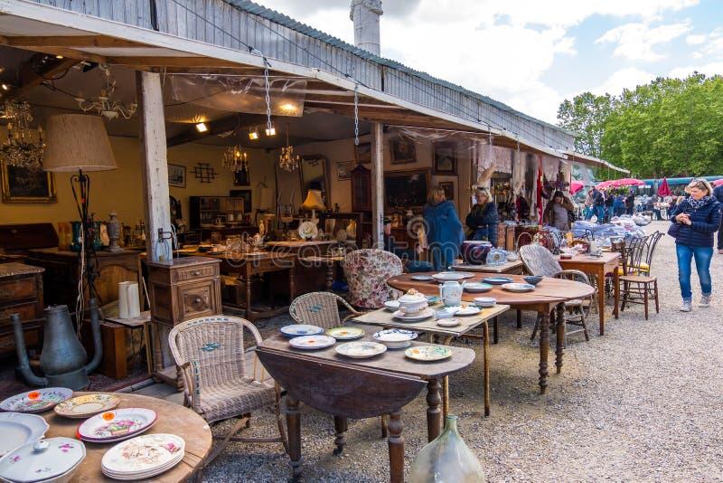Puces aux. famosos de Marche del mercado de pulgas de Burdeos en el centro histórico de Burdeos, Aquitania, Francia imagen de archivo