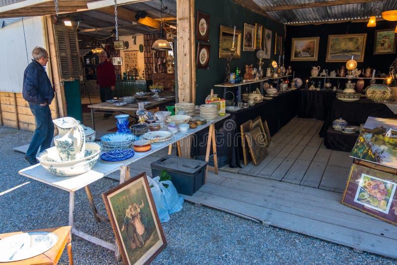 Puces aux. famosos de Marche del mercado de pulgas de Burdeos en el centro histórico de Burdeos, Aquitania, Francia fotos de archivo libres de regalías