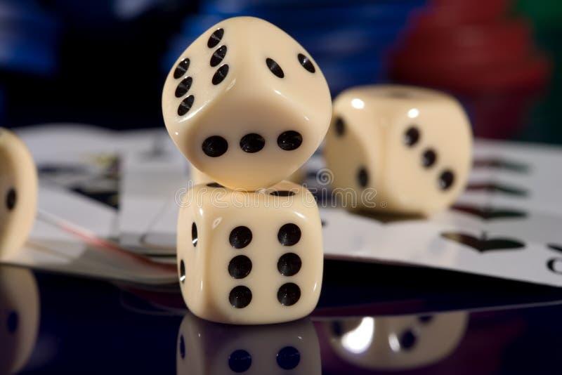 Puces de carte de jeu, et matrices images stock