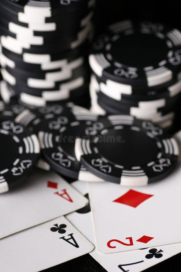 Puces de jeu et plus mauvaises et meilleures mains photo stock