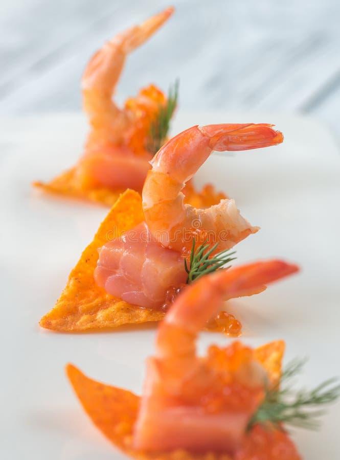 Puces de maïs avec des crevettes images libres de droits