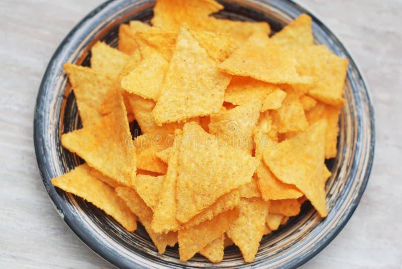Puces de Nachos dans le plat Grey Table Fond Vue supérieure Casse-croûte sain de nourriture images libres de droits