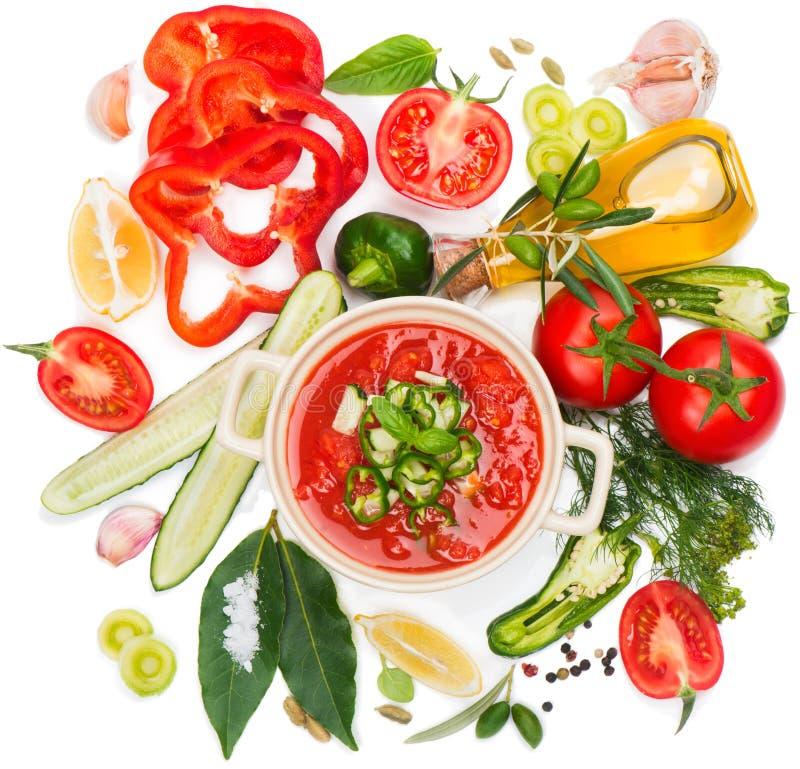 Puchar świeży pomidorowy zupny gazpacho i warzywa zdjęcie royalty free