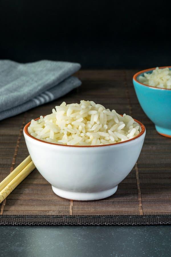 Puchar gotujący biali ryż zdjęcia stock
