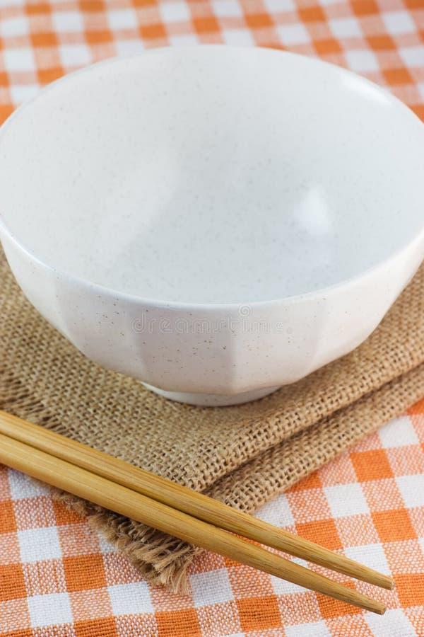 Puchar i chopsticks zdjęcie stock